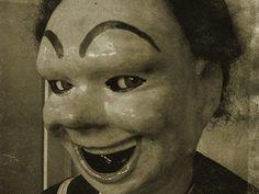 Google Image Result for http://1.bp.blogspot.com/-pArpn3LvAWw/TcEvngRxgGI/AAAAAAAACCo/OaBUZBzXc6A/s1600/scary_weird_doll.jpeg