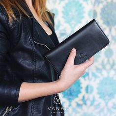 A handmade card holder created from carefully selected, high quality materials. The design is based on refinement and functionality, so all your cards are efficiently organised and tidy, and the extra inside pocket is suitable for keeping banknotes. Leather Design, Leather Accessories, Italian Leather, Timeless Design, Love Fashion, Leather Wallet, Card Holder, Pure Products, Pocket