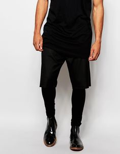 Shorts mit Meggings von ASOS Webshorts Reißverschluss Seitentaschen gerade geschnitten Stretch-Jersey-Meggings supereng - nah am Körper geschnitten Maschinenwäsche 64% Polyester, 34% Viskose, 2% Elastan Model trägt 32 Zoll/81 cm Normalgröße und ist 185,5 cm/6 Fuß 1 Zoll groß
