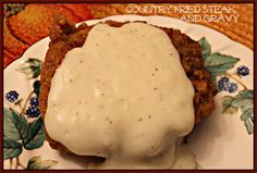Sweet Tea and Cornbread: Country Fried Steak with Gravy! For Reese Beef Dishes, Food Dishes, Main Dishes, Meat Recipes, Cooking Recipes, Yummy Recipes, Chicken Recipes, Cornbread Recipes, Skillet Recipes