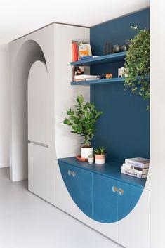 Flexible Furniture Makes Room for One More in This London Landmark Home Office Storage, Living Room Storage, Wall Storage, Storage Spaces, Storage Ideas, Storage Solutions, Estilo Color Block, Casa Art Deco, Flexible Furniture