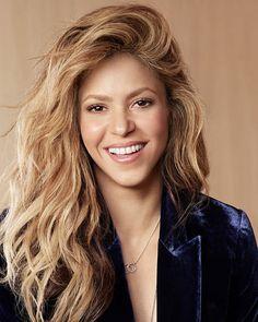 Shakira Hair, Latin Music, Celebs, Celebrities, Beauty Queens, Goddesses, Strong Women, Pretty Woman, Haircuts