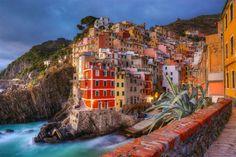 El colorido pueblo de Riomaggiore, Italia
