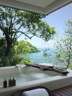 Glass outdoor bath