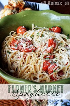 Farmer's Market Spaghetti - This is a simple, vegetarian weeknight dinner packed with garden fresh tomatoes, sprigs of thyme, garlic, olive oil. Italian Recipes, New Recipes, Pasta Recipes, Vegetarian Recipes, Dinner Recipes, Cooking Recipes, Favorite Recipes, Healthy Recipes, Pasta Meals