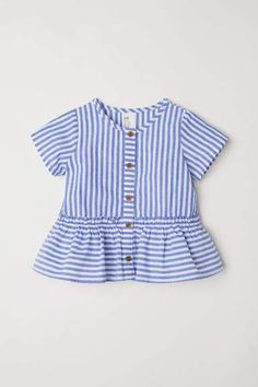 Striped blouse in woven cotton fabric. Short sleeves, buttons at front, and a seam at hem with a wide peplum. Little Girl Fashion Clothes, Baby Kids Clothes, Baby Girl Fashion, Fashion Kids, Toddler Fashion, Girl Clothing, Girls Summer Outfits, Cute Girl Outfits, Baby Girl Dresses