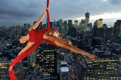 """""""Acrobatics over New York"""" Ancora due giorni per votare questa foto nel contest """"RED"""" su Loveyourpix"""
