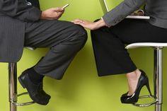 Acoso sexual y hostigamiento laboral: Cómo prevenir estos hechos en su empresa y evitar demandas http://www.redestrategia.com/que-hacer-ante-hechos-de-acoso-sexual-laboral.html