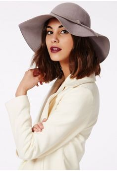 A floppy hat is the perfect accessory all year round, and this wool style hat in soft grey hue has stolen our hearts and sealed the deal with a bow to the front.   One size fits all  100% Wool