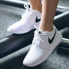 Nike shoes white nike roshe one color white size 6 White Nike Shoes, White Nikes, White Casual Shoes, Nike Jogging, Outfit Trends, Running Shoes Nike, Nike Roshe Shoes, Running Shoes For Women, Nike Shoes For Women