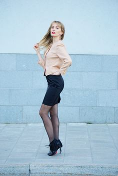www.streetstylecity.blogspot.com Fashion inspired by the people in the street ootd look outfit sexy heels legs pantyhose office suit