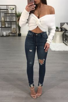 Beautiful Business Casual Attire for the Ladies - Karl Josef - Beautiful Business Casual Attire for the Ladies Sexy lady with blue jeans. Sexy Outfits, Club Outfits For Women, Cute Spring Outfits, Dressy Outfits, Night Outfits, Winter Outfits, Cute Outfits, Fashion Outfits, Clothes For Women