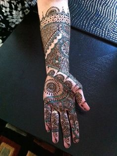 Rebekah's beautiful henna created by Afshan!