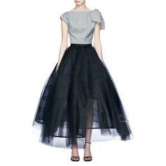 Oscar De La Renta Logo embroidered flared tulle petticoat skirt (€3.730) ❤ liked on Polyvore featuring skirts, black, tulle petticoat skirt, knee length tulle skirt, flared hem skirt, petticoat skirt and oscar de la renta