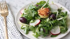 Salad with pistachio-crusted goat cheese