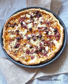 Dans la cuisine d'Hilary: Tarte d'automne à la courge butternut, chèvre, lardons et noisettes / Butternut squash, goat cheese, bacon and hazzelnut pie