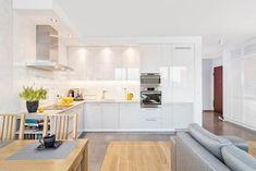 MIESZKANIE 74 M2: styl , w kategorii Kuchnia zaprojektowany przez KRAMKOWSKA|PRACOWNIA WNĘTRZ Beautiful Interiors, Beautiful Homes, Prague, Scandinavian Interior Design, Living Room Kitchen, Kitchen Interior, Chair Design, Home Kitchens, Modern Furniture