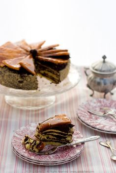 Hungary - Dobos Torte: Five thin layers of sponge cake, spread with a chocolate buttercream, ending with a caramel-coated layer of sponge cake. Hungarian Desserts, Hungarian Cake, Hungarian Cuisine, Hungarian Recipes, Hungarian Food, Best Dessert Recipes, Fun Desserts, Sweet Recipes, Delicious Desserts