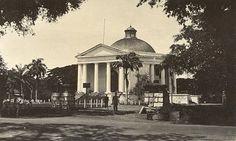De Willemskerk aan de Koningsplein Oost te Batavia 1900-1920.