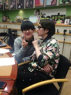 Baekhyun EXO Heechul Suju @ Kiss The Radio oh hey look it's the two butts of kpop! Super Junior T, Exo Red Velvet, Exo Facts, Kim Heechul, Eunhyuk, Solo Pics, Exo Xiumin, Xiu Min, Do Kyung Soo