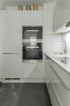 Finde Einbauküche Designs in : Futuristische Küche in U-Form. Entdecke die schönsten Bilder zur Inspiration für die Gestaltung deines Traumhauses.