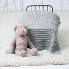 DG310-02 Theo & Thea Hentesett | Dale Garn Winter Hats, Teddy Bear, Knitting, Pattern, Tekstiler, Animals, Design, Crafts, Manualidades