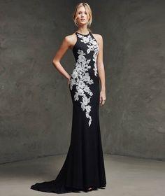 Long dress nero con ricami