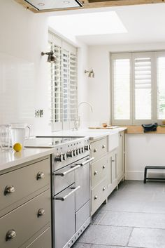 The Henley on Thames Shaker Kitchen by deVOL New Kitchen Cabinets, Shaker Kitchen, Kitchen Cabinet Design, Kitchen Flooring, Kitchen Interior, Kitchen Dining, Kitchen Decor, Kitchen Ideas, Shaker Cabinets