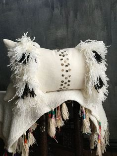 Black White Moroccan Wedding Blanket Inspired by TaisaSilecky - Pillow Art Diy Pillow Covers, Diy Pillows, Decorative Throw Pillows, Moroccan Wedding Blanket, Moroccan Home Decor, Bedroom Wallpaper Neutral, Tufted Headboards, Boho Cushions, Deco Boheme