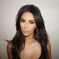 Aprenda a fazer contorno com Kim Kardashian, a rainha da técnica Kourtney Kardashian, Looks Kim Kardashian, Kardashian Beauty, Kardashian Style, Kardashian Jenner, Kim Kardashian Eyebrows, Kardashian Fashion, Bridal Makeup, Wedding Makeup