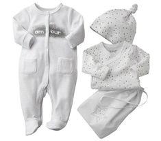Descubre qué tipo de prendas debe utilizar un bebé recien nacido. Solamente visita este artículo: http://cuidadosparaelbebe.com/ropa-bebe-recien-nacido-nino/