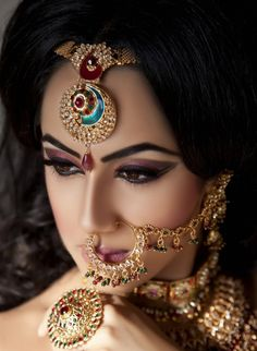 Editor's pick bridal nose ring designs we love - indias . Nath Nose Ring, Bridal Nose Ring, Bridal Makeup Tips, Indian Bridal Makeup, Wedding Makeup, Asian Bridal, Verragio Engagement Rings, Vintage Engagement Rings, Verragio Rings
