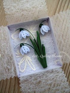 quilling lily of the valley Arte Quilling, Paper Quilling Flowers, Paper Quilling Designs, Quilling Paper Craft, Quilling Patterns, Hobbies And Crafts, Diy And Crafts, Decorative Paper Crafts, Rolled Paper Art