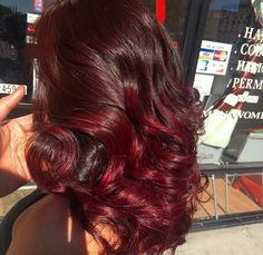 10 Christmas Hairstyles That'll Get You in the Holiday Spirit ASAP – Übergangsfrisuren Pressed Natural Hair, Dyed Natural Hair, Pelo Natural, Dyed Hair, Burgundy Natural Hair, Love Hair, Gorgeous Hair, Curly Hair Styles, Natural Hair Styles