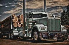 Kenworth classic W900A loadin with logs