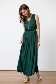 Discover the perfect maxi dress to keep you looking chic from day to night | Banana Republic