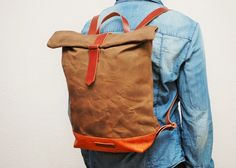backpack made of natural cotton canvas,hand waxed, use handles, base closures leather trimmings Golden antique gold color and the interior in cream cotton with double internal pockets,brown color