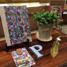 Cadernos e cerâmica