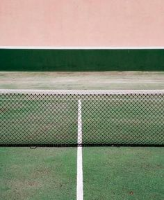 Tennis court by Andreu Robusté. Vert et rose * Green and Pink Design Set, Foto Art, Color Stories, Color Patterns, Color Inspiration, Creative Inspiration, Pink And Green, Art Photography, Creative Photography