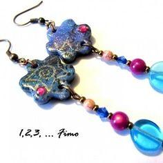 Boucles d'oreilles 'petite fleurette bleue' par 123 fimo