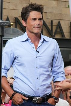 Rob Lowe drops by The Grove for an interview with 'Extra!' corespondent Maria Menounos on May 16, 2013  Darn I should have gone down to see him!!!