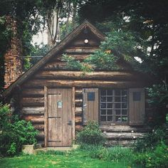 130 Small Log Cabin Homes Ideas Small Log Cabin, Little Cabin, Log Cabin Homes, Cozy Cabin, Log Cabins, Cabin In The Woods, Cabins In The Mountains, Forest House, Cabins And Cottages