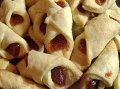 Biscoito de Nata com Goiabada - Veja mais em: http://www.cybercook.com.br/receita-de-biscoito-de-nata-com-goiabada.html?codigo=14081