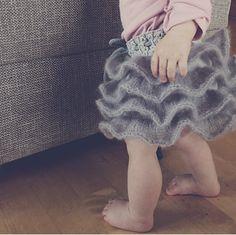 Ravelry: Sukkerspinnskjørt / Cotton Candy Skirt pattern by Mari Johansen Knitting For Kids, Baby Knitting, Knitting Ideas, Cotton Candy, Ravelry, Projects To Try, Skirts, Pattern, Threading