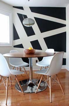 asymetrische weiße linie - schwarze wand im zimmer - 62 kreative Wände streichen Ideen – interessante Techniken