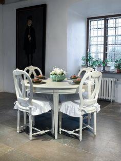 Matsalsbord i gustaviansk stil