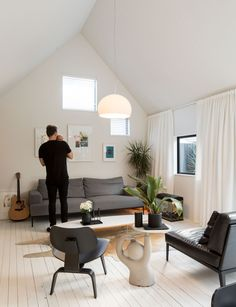 Inspired by worker's cottages in the surrounding area, Tobin Smith creates a compact home with a strikingly simple aesthetic Urban Cottage, Modern Cottage, Barn Style House Plans, Simple Aesthetic, Inside Home, Small House Design, Home Reno, House And Home Magazine, White Walls