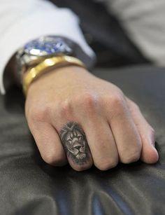Tatuaggi leone per le donne - Tatuaggi leone per le donne Informations About Lion Tattoos for Women Pin You can easily use my prof - Small Lion Tattoo For Women, Small Tattoos For Guys, Cool Small Tattoos, Awesome Tattoos, Lion Head Tattoos, Finger Tattoos, Girl Tattoos, Lion Tattoo On Finger, Tatoos Men