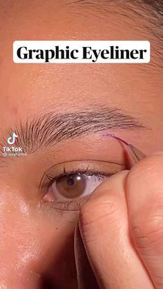 Eyeliner Looks, Winged Eyeliner, Graphic Eyeliner, Tired Eyes, Eyeliner Tutorial, Eye Art, Eye Make Up, Beauty Trends, Best Makeup Products