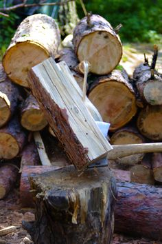 Splitting on the reverse with the American Felling Axe.